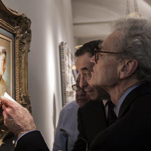 Famous Scholar Doctor Colin Bailey examines Lord Härringtón Painting.